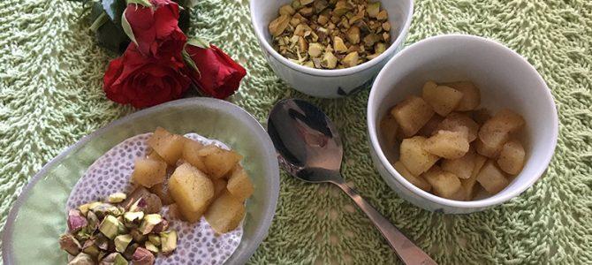 Chiagrød med æblekompot