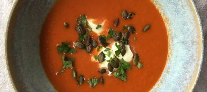 Krydret suppe med linser, gulerødder og tomat